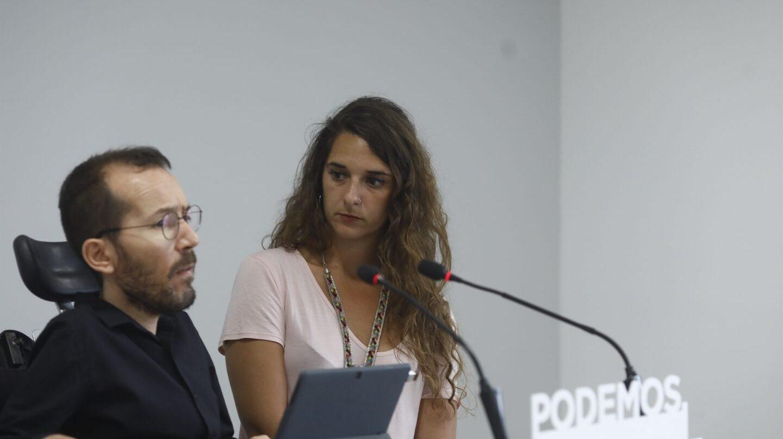 Los portavoces de la ejecutiva de Podemos Pablo Echenique y Noelia Vera en la rueda de prensa de los lunes.