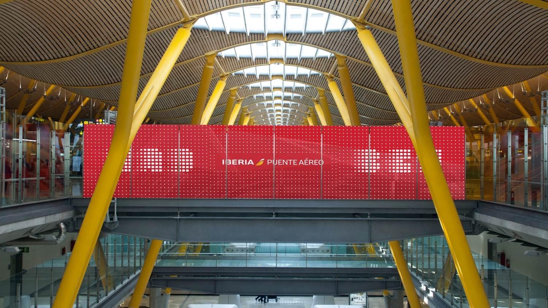 Acceso al Puente Aéreo en la T4 de Madrid-Barajas.
