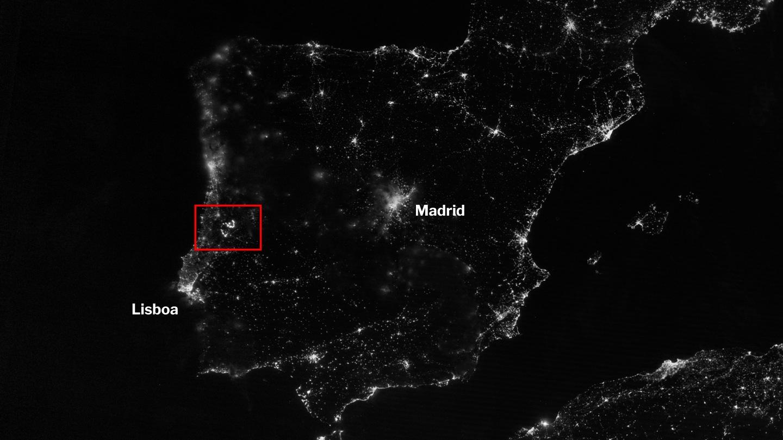 Imagen por satélite de España y Portugal durante la noche donde se observan los incendios de Pedrogao Grande, Portugal