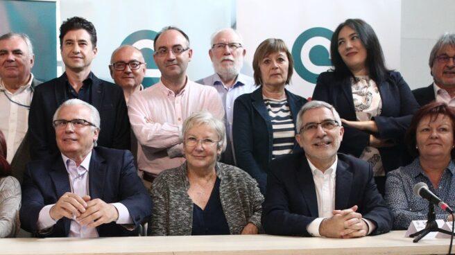 El juez Baltasar Garzón y el dirigente de IU Gaspar Llamazares en un acto de la plataforma Actúa el pasado mes de abril.
