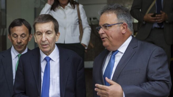 Manuel Moix (izquierda), junto al fiscal superior de las islas Baleares, Bartomeu Barceló.