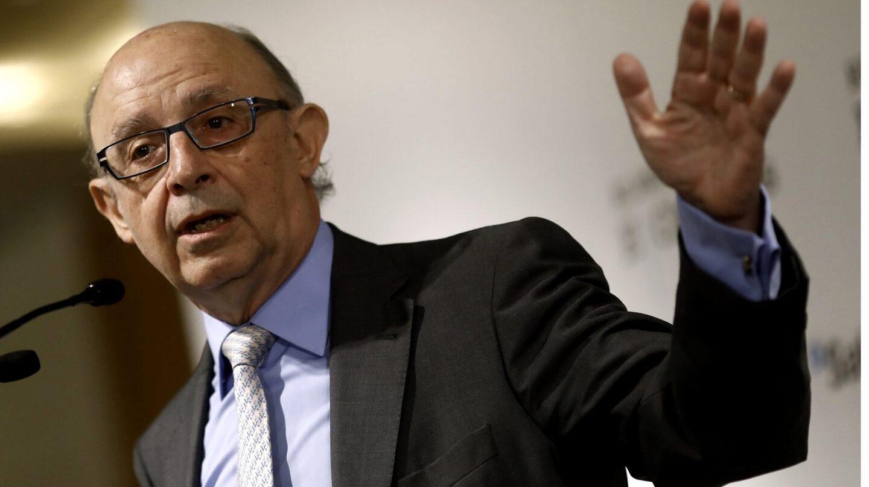 El ministro de Hacienda, Cristóbal Montoro, avanza que sancionará a las empresas morosas.