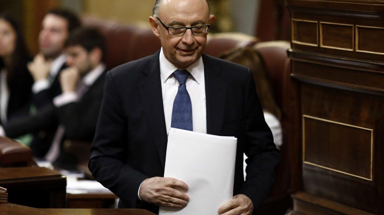 El ministro de Hacienda, Cristóbal Montoro, en el hemiciclo del Congreso de los Diputados.