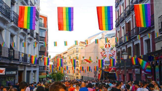 Una multitud celebra el Orgullo Gay de 2016 en el Barrio de Chueca, en Madrid.