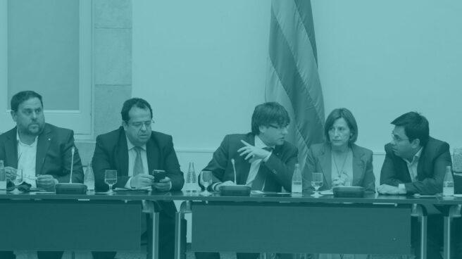 Puigdemont, en el centro de la mesa del pacto por el referéndum.