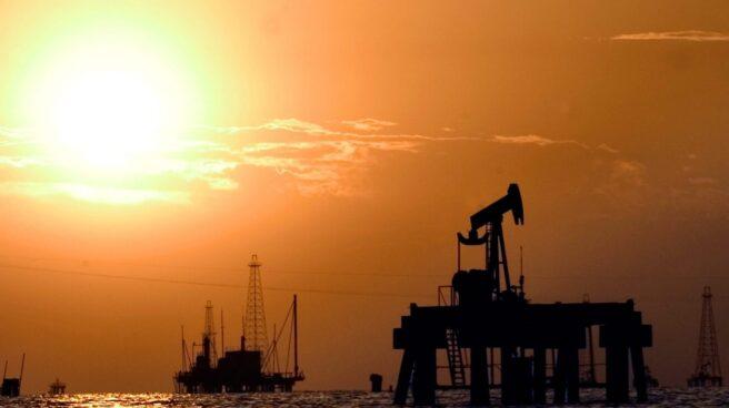Plataformas petroleras en alta mar.
