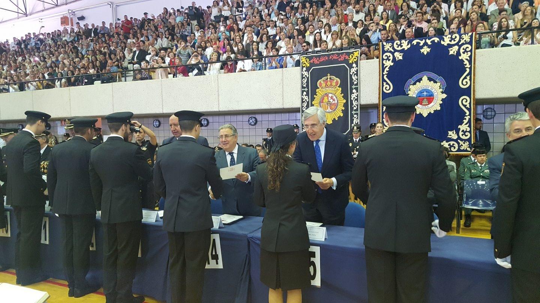 El ministro del Interior, Juan Ignacio Zoido, en la entrega de diplomas a la última promoción de policías.