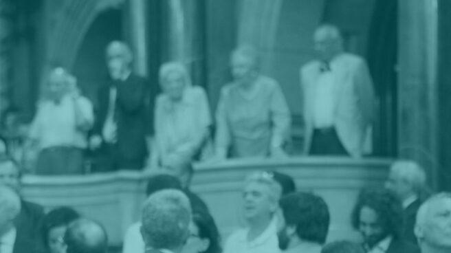 Carles Puigdemont, ante Inés Arrimadas, en el Parlament.