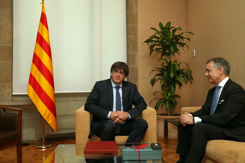 Carles Puigdemont, junto a Iñigo Urkullu.