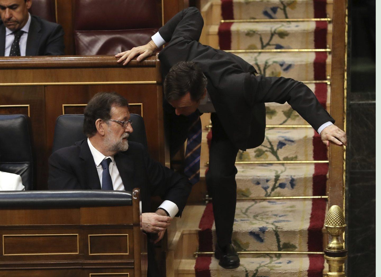 Mariano Rajoy Rafael Hernando, en el Congreso.