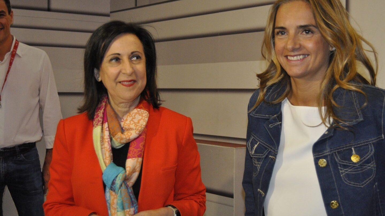 Las diputadas del PSOE Margarita Robles y Susana Sumelzo.