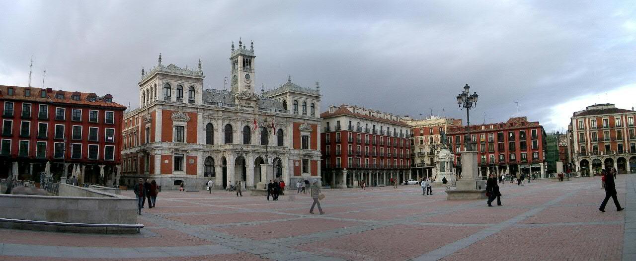 Plaza Mayor de Valladolid, que ha cerrado el acceso al centro a los coches por la contaminación.