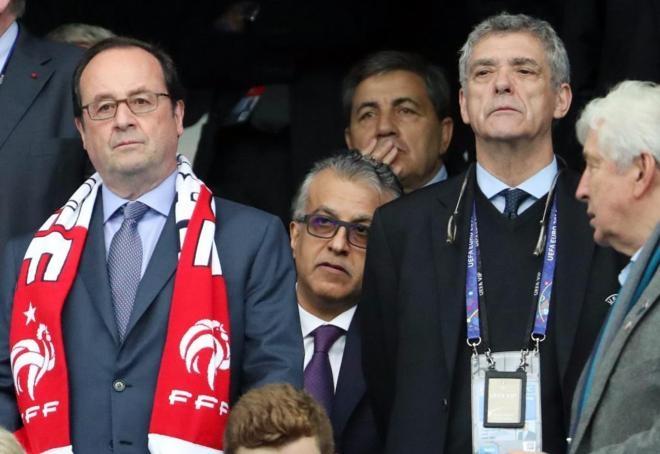 El presidente francés, Francois Hollande, junto al presidente de la Federación Española de Fútbol, Ángel María Villar.