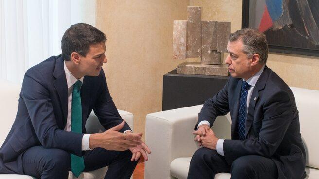 Pedro Sánchez e Iñigo Urkullu durante la reunión celebrada en Lehendakaritza en julio de 2015.