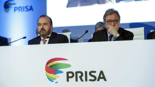 El presidente de Prisa, Juan Luis Cebrián, junto al consejero delegado de la compañía, José Luis Sainz, el pasado viernes en la junta en la que se anunció su relevo.