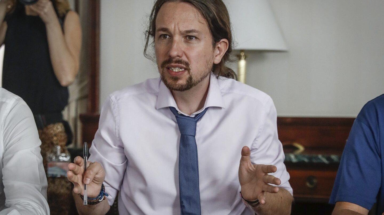 El secretario general de Podemos, Pablo Iglesias, durante la reunión que ha mantenido hoy con organizaciones ecologistas.