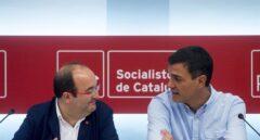 El secretario general del PSOE, Pedro Sánchez, y el primer secretario del PSC, Miquel Iceta, durante la reunión mantenida hoy en Barcelona junto a las ejecutivas permanentes de ambos partidos para elaborar un plan de actuación conjunto para responder al desafío soberanista catalán.