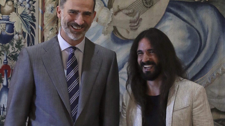 El Rey y el presidente del Parlamento de Baleares, Baltasar Picornell.