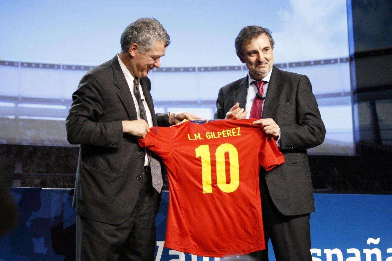 Ángel María Villar junto al presidente de Telefónica España, Luis Miguel Gilpérez.