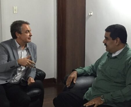 Zapatero y Maduro charlan en Caracas.
