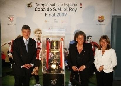 Ángel María Villar junto a la ex alcaldesa de Valencia, la difunta Rita Barberá.