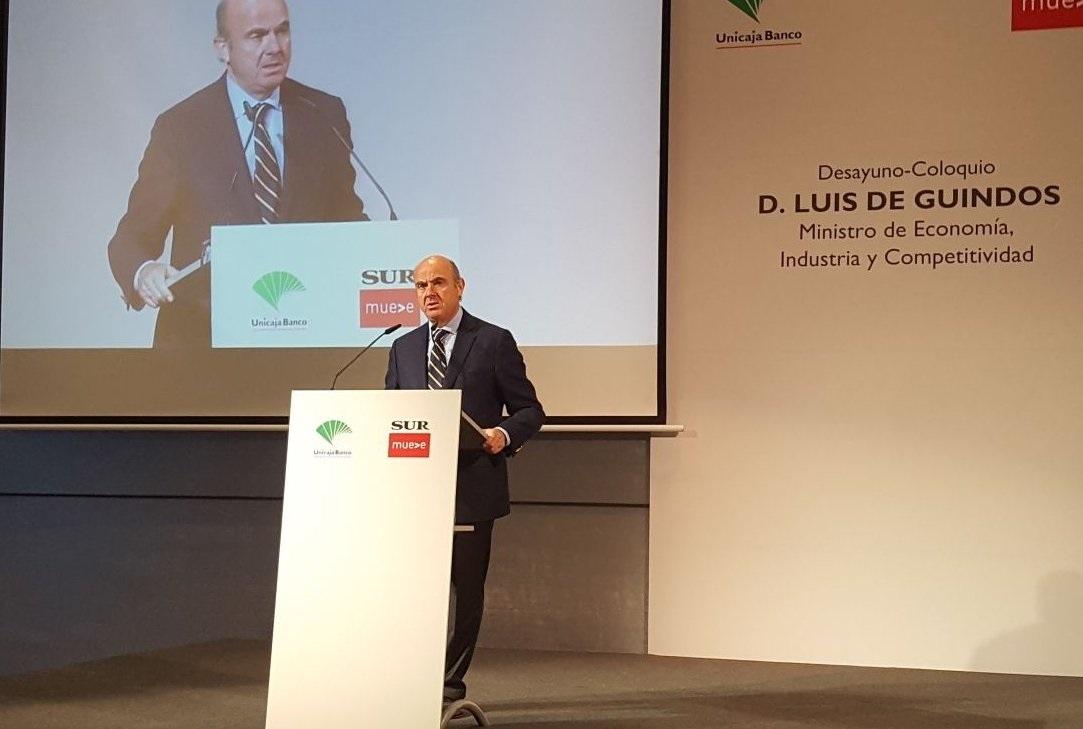 El Ministro de Economía, Luis de Guindos, explica algunas líneas de la nueva Ley Hipotecaria.