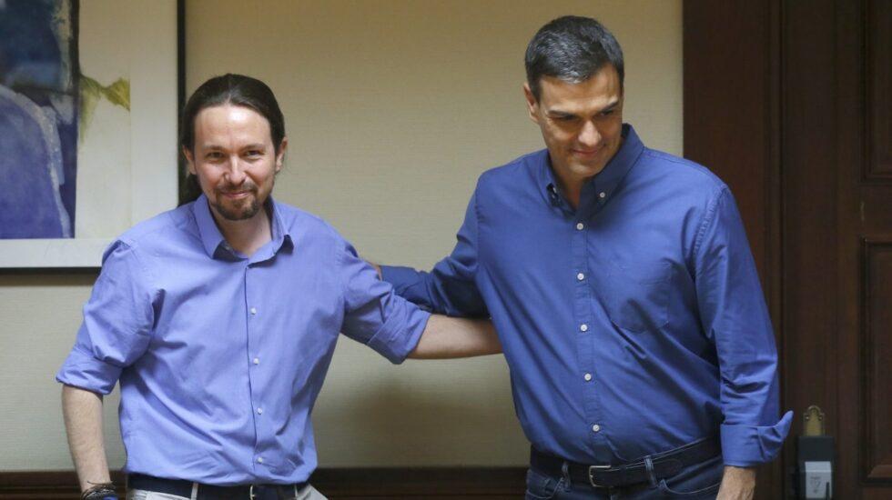Pablo Iglesias y Pedro Sánchez en el Congreso de los Diputados.