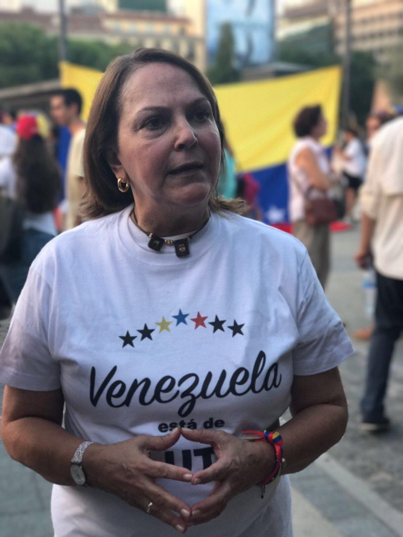 Mitzy Capriles, esposa del disidente venezolano Antonio Ledezma, en una protesta contra Maduro en Madrid.