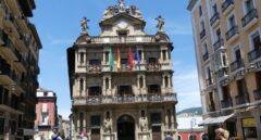 Imagen del Ayuntamiento de Pamplona desde donde el próximo 6 de julio se lanzará el 'chupinazo' que dará inicio a los Sanfermines.