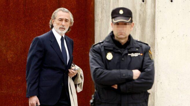 Francisco Correa, cabecilla de la trama Gürtel, dirigiéndose a la sede de la Audiencia Nacional para el juicio.
