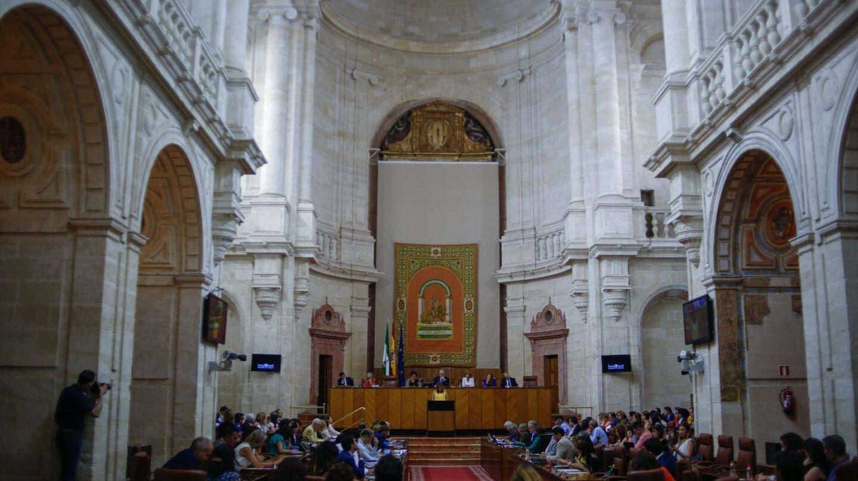 Los diputados andaluces cobrarán en agosto la dieta para manutención y alojamiento pese a estar de vacaciones.