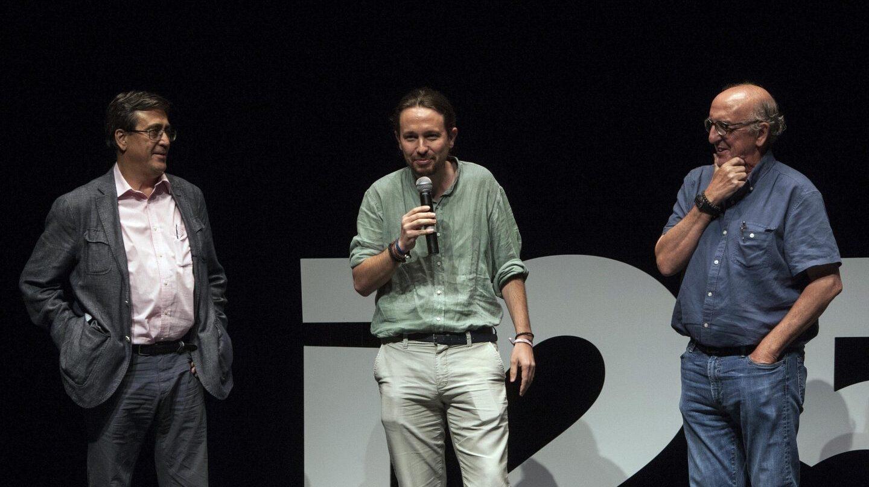 Carlos Enrique Bayo, Pablo Iglesias y Jaume Roures, en los cursos de verano de Cádiz.