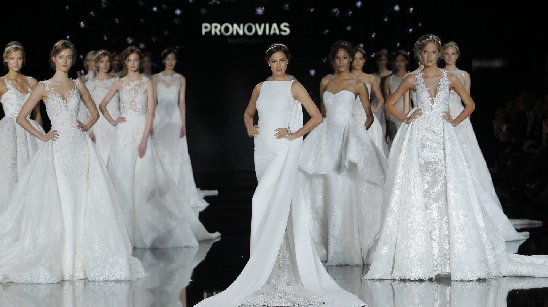 La modelo Irina Shayk en un desfile de Pronovias.
