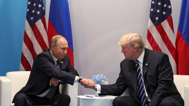 Putin y Trump se saludan en el G-20 en Hamburgo.
