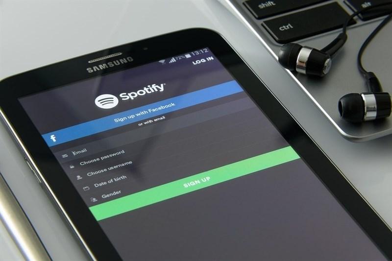 Spotify niega haber creado artistas falsos.