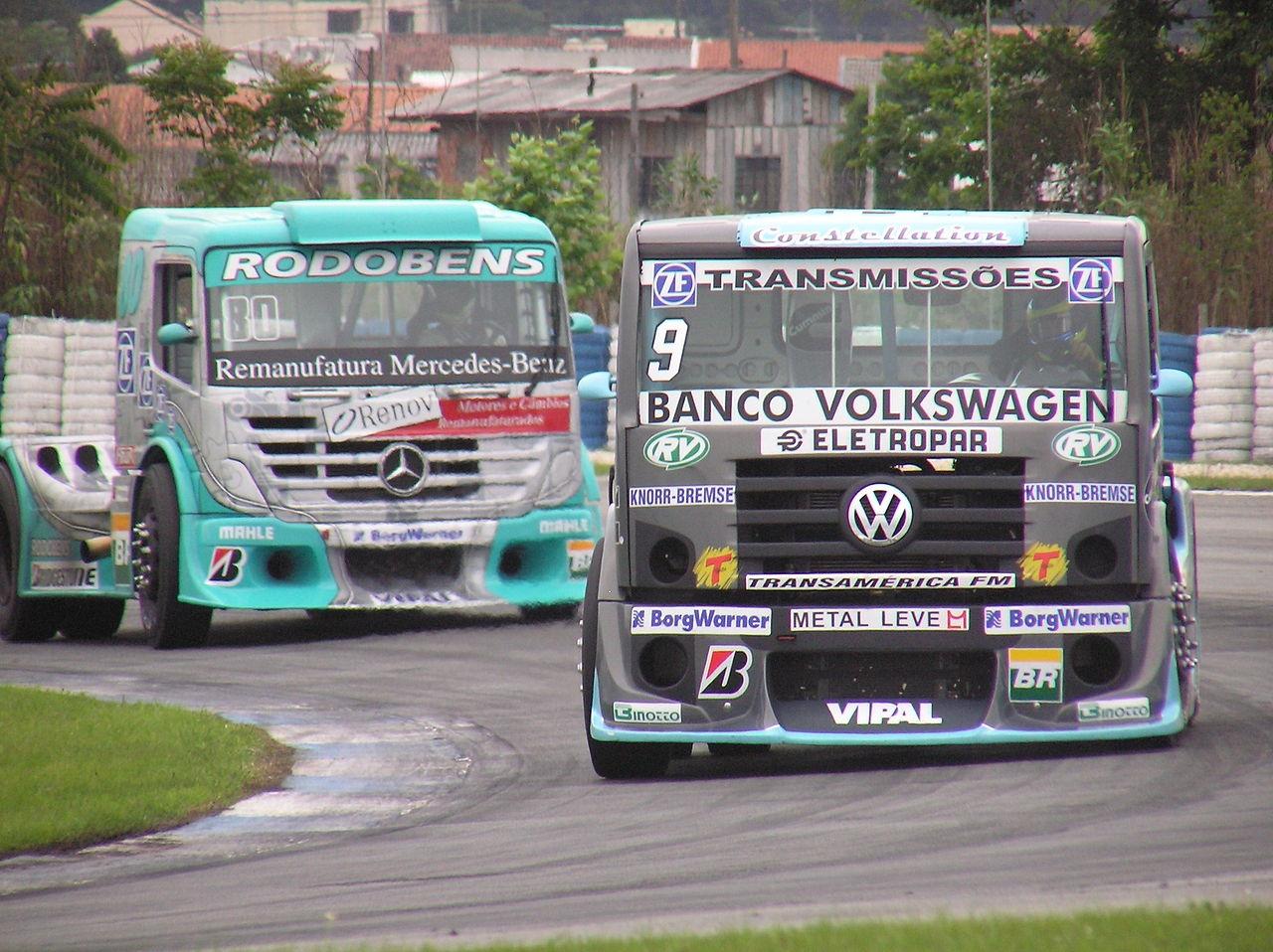 Vehículos de Volkswagen y Daimler durante una prueba del mundial de camiones.