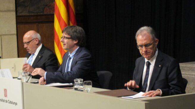Xavier Gibert, ya ex responsable de Cultura en la Generalitat de Cataluña, junto a Jordi Baiget y Carles Puigdemont.