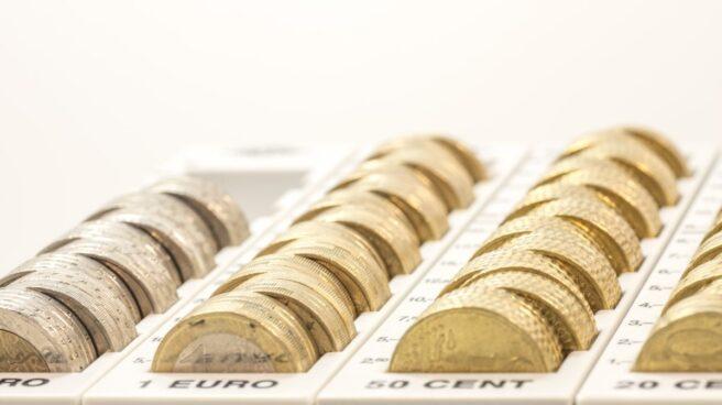 Monedas de euro. Los bajos tipos de interés provocan que los ahorros apenas generen rentabilidad en los depósitos bancarios.
