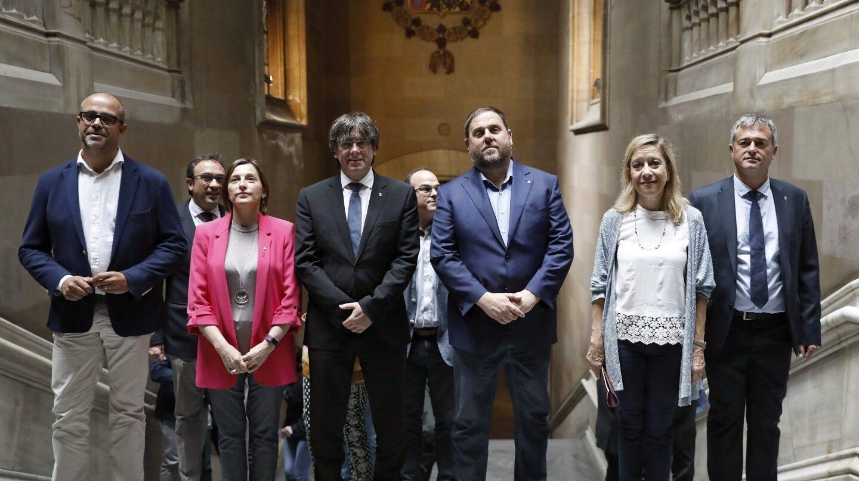 Carles Puigdemont y Oriol Junqueras, antes de la reunión con la AMI.