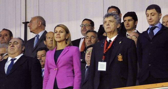 La ministra de Defensa, María Dolores de Cospedal, y el presidente de la Federación Española de Fútbol, Ángel María Villar.