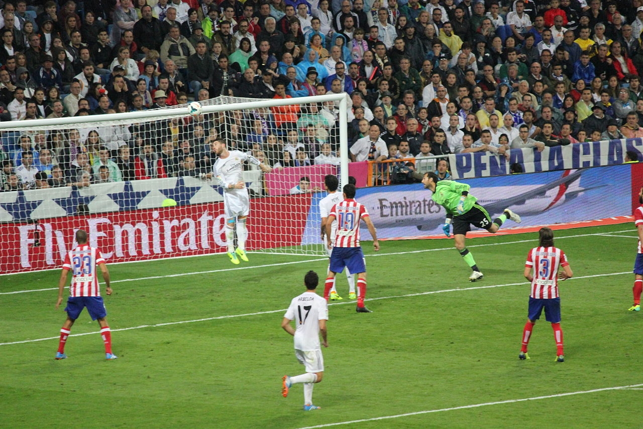 Partido de liga entre el Atlético de Madrid y el Real Madrid.