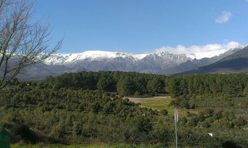 Vista de la sierra de Gredos desde Madrigal de La Vera.