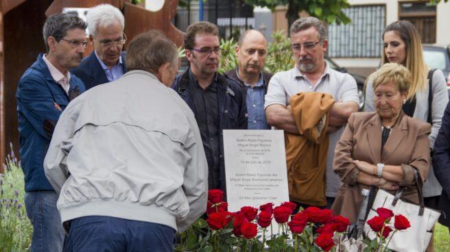 Imagen del homenaje celebrado el año pasado a Sotero Mazo Figueras, el peluquero de Ermua, y M. Ángel Blanco Garrido, ambos víctimas de ETA.