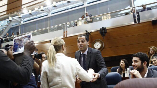 El portavoz de Ciudadanos en la Asamblea de Madrid, Ignacio Aguado, durante la investidura de Cristina Cifuentes como presidenta de la Comunidad.