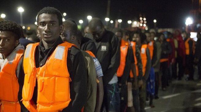 Un grupo de inmigrantes subsaharinos tras ser rescatados cerca de la isla de Alborán.