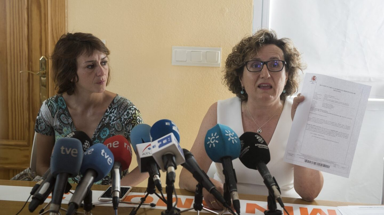 Juana Rivas, junto a su abogada.