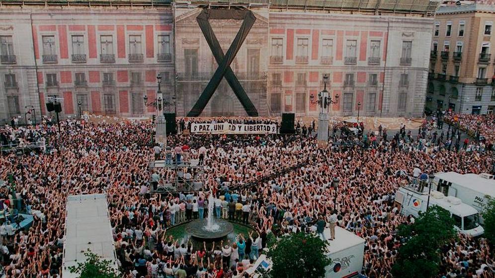 Manifestación en Sol contra el asesinato de Miguel Ángel Blanco.