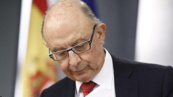 El ministro de Hacienda, Cristóbal Montoro, admite que la recaudación por IRPF no se cumplió por los salarios.
