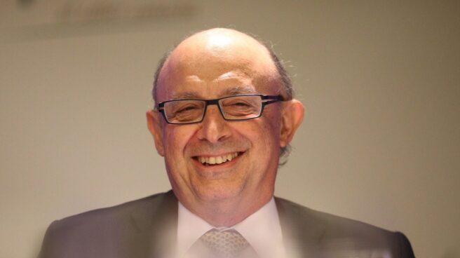 El ministro de Hacienda, Cristóbal Montoro, aprueba una oferta de empleo público histórica.