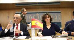 El ministro de Hacienda, Cristóbal Montoro, antes del CPFF junto a la vicepresidenta, Soraya Sáenz de Santamaría.